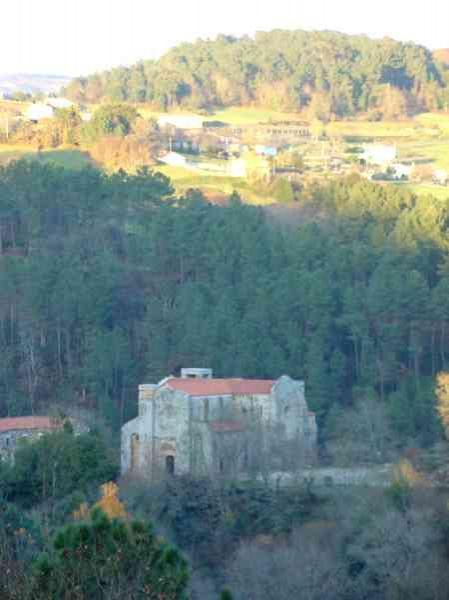 O mosteiro de Carboeiro permanecerá pechado pola semana durante varios días por mor de traballos de mantemento e tala no entorno do seu acceso