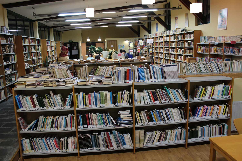 A biblioteca municipal Daniel Castelao, abrirá dende o luns con horario reducido só para servizo de préstamo