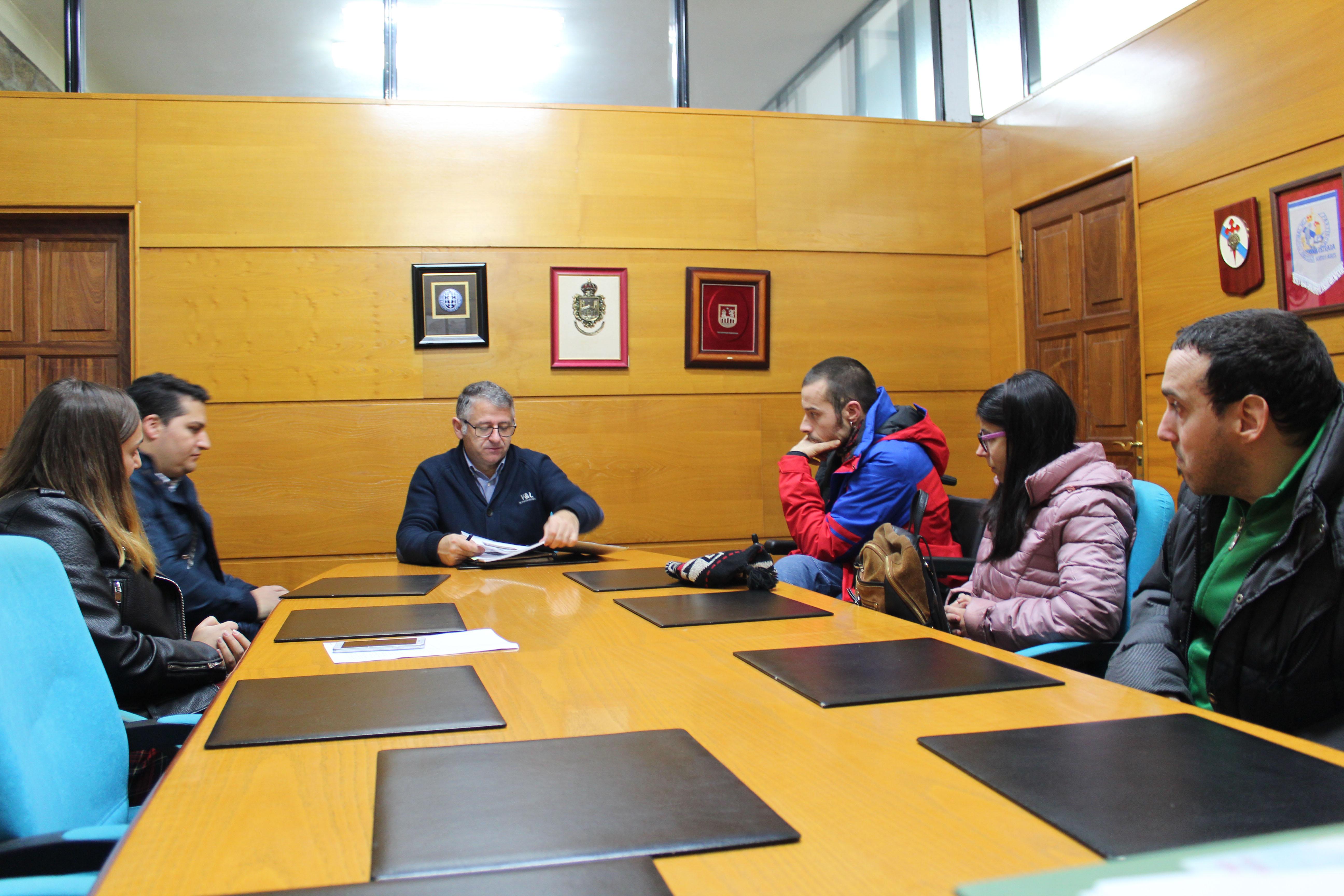 Cogami e Working Wheels presentan no Concello de Silleda unha proposta para mellorar a accesibilidade nas vilas de Silleda e da Bandeira