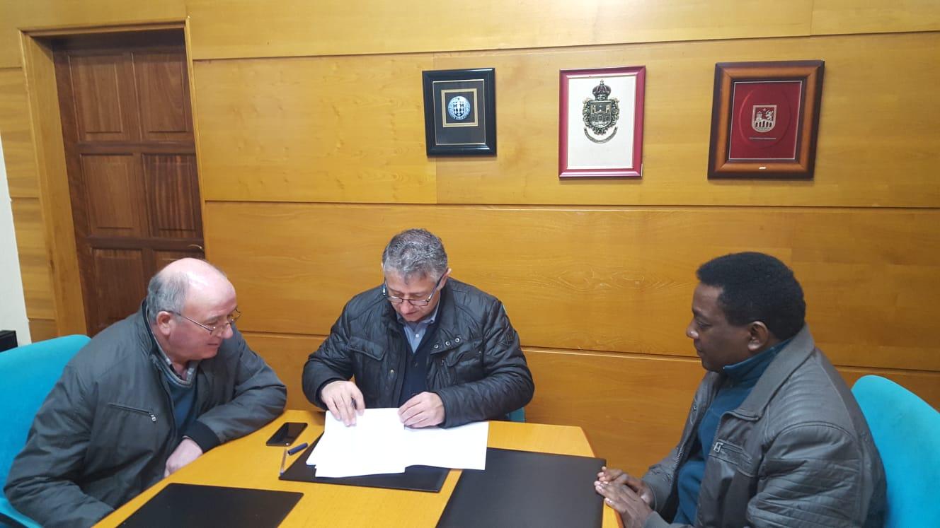 O Concello de Silleda asina un convenio co Obispado para ampliar o acceso á igrexa de Refoxos