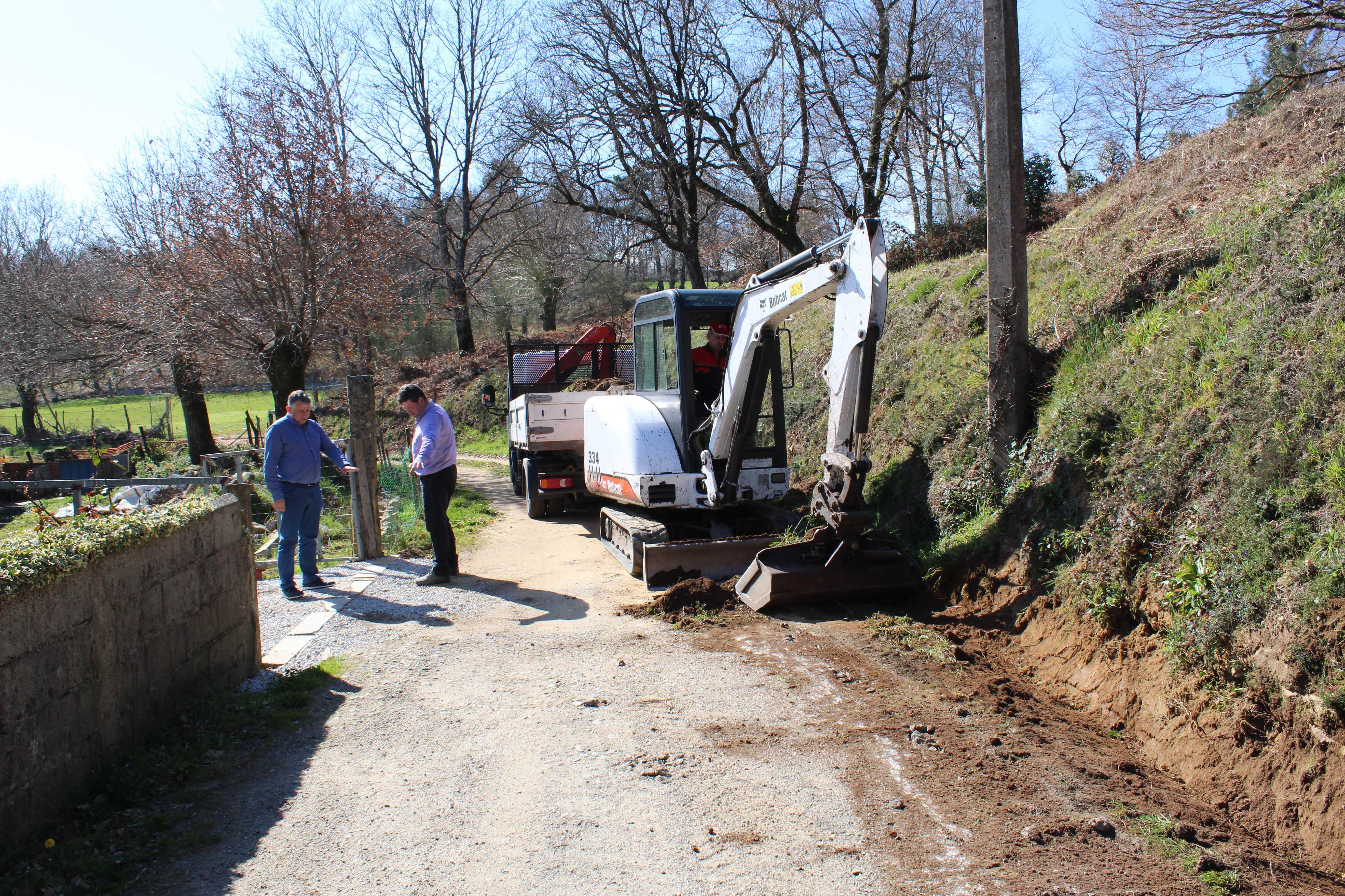 O Concello de Silleda inicia traballos de mellora en varios viais da parroquia de Vilar
