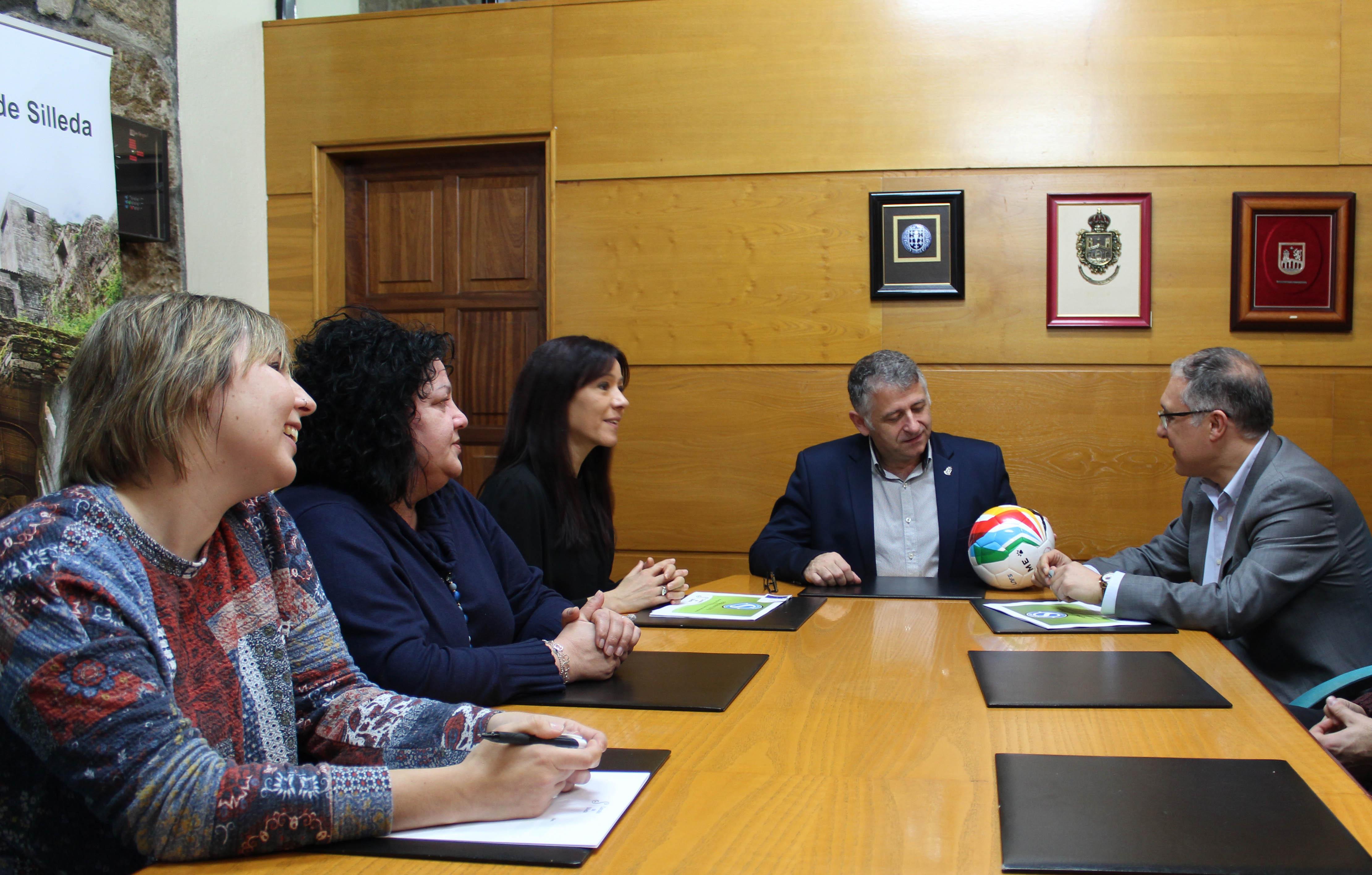 O Concello e Santiago Futsal presentan o programa «Futsal para todos»