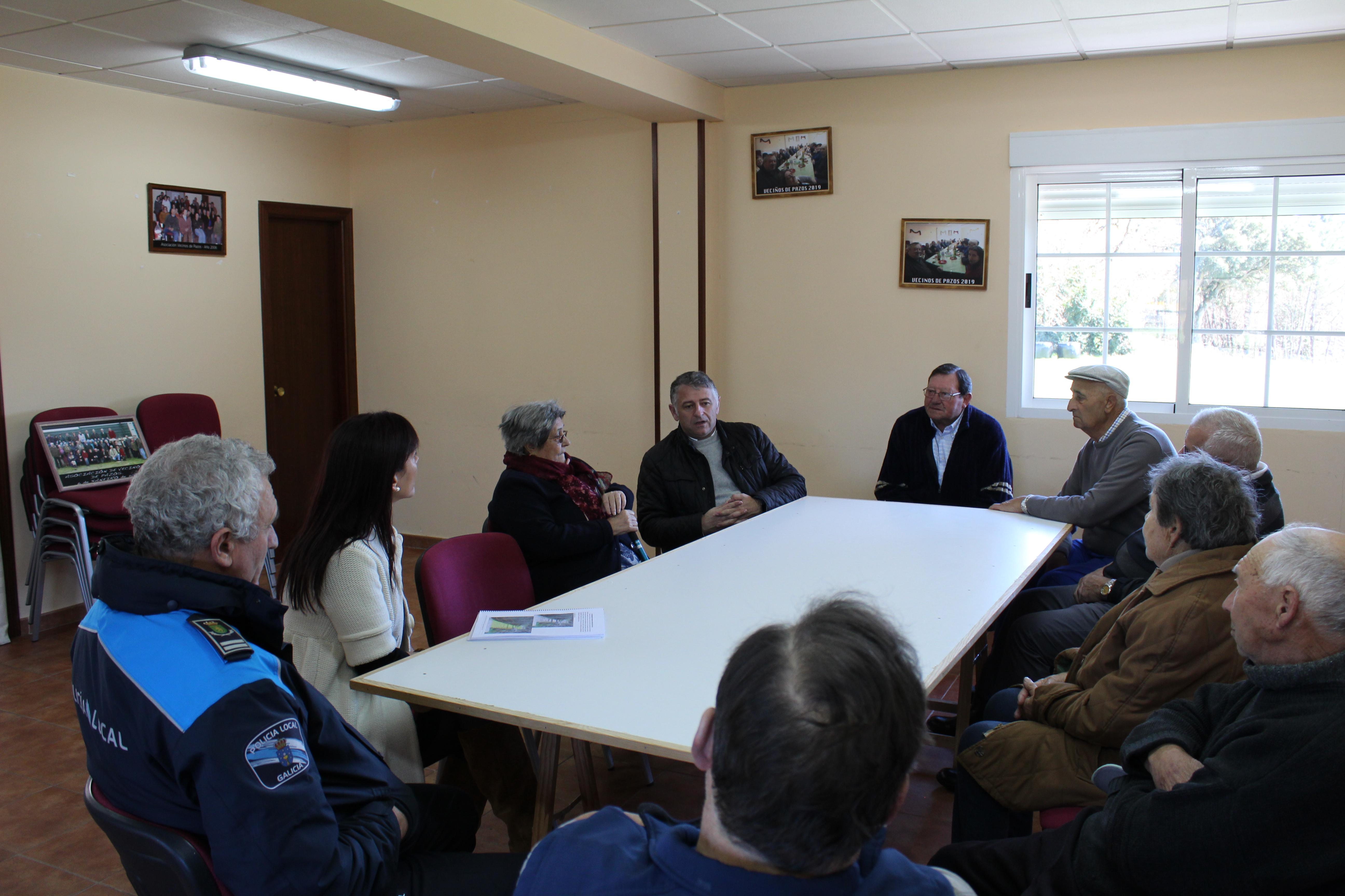 Nova reunión cos veciños de Pazos para a regulación do aparcamento e tránsito dos visitantes da Fervenza do Toxa