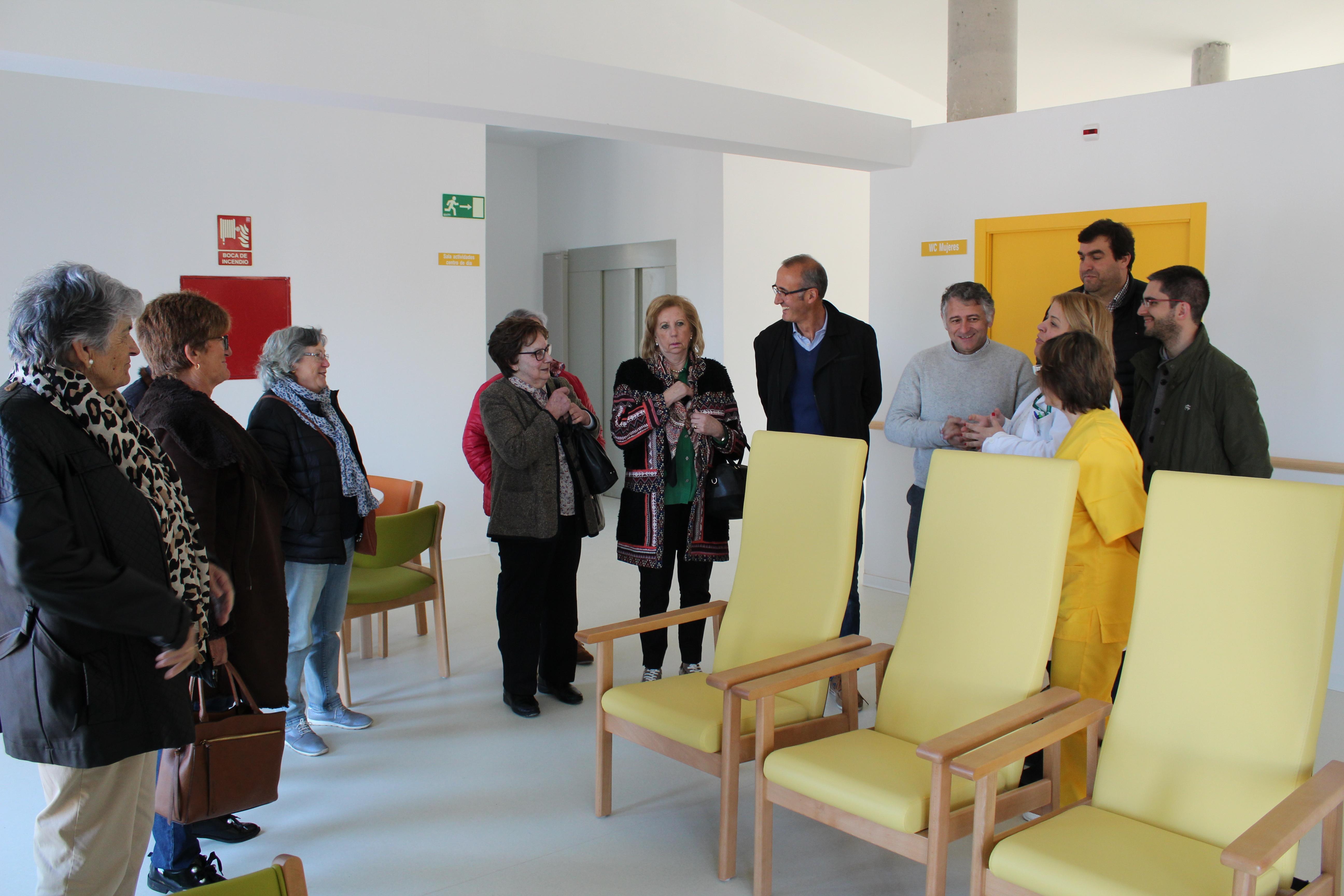 O alcalde de Nigrán e un grupo de veciñas visitan a Residencia e Centro de Día de Silleda interesados pola fórmula para a súa consecución