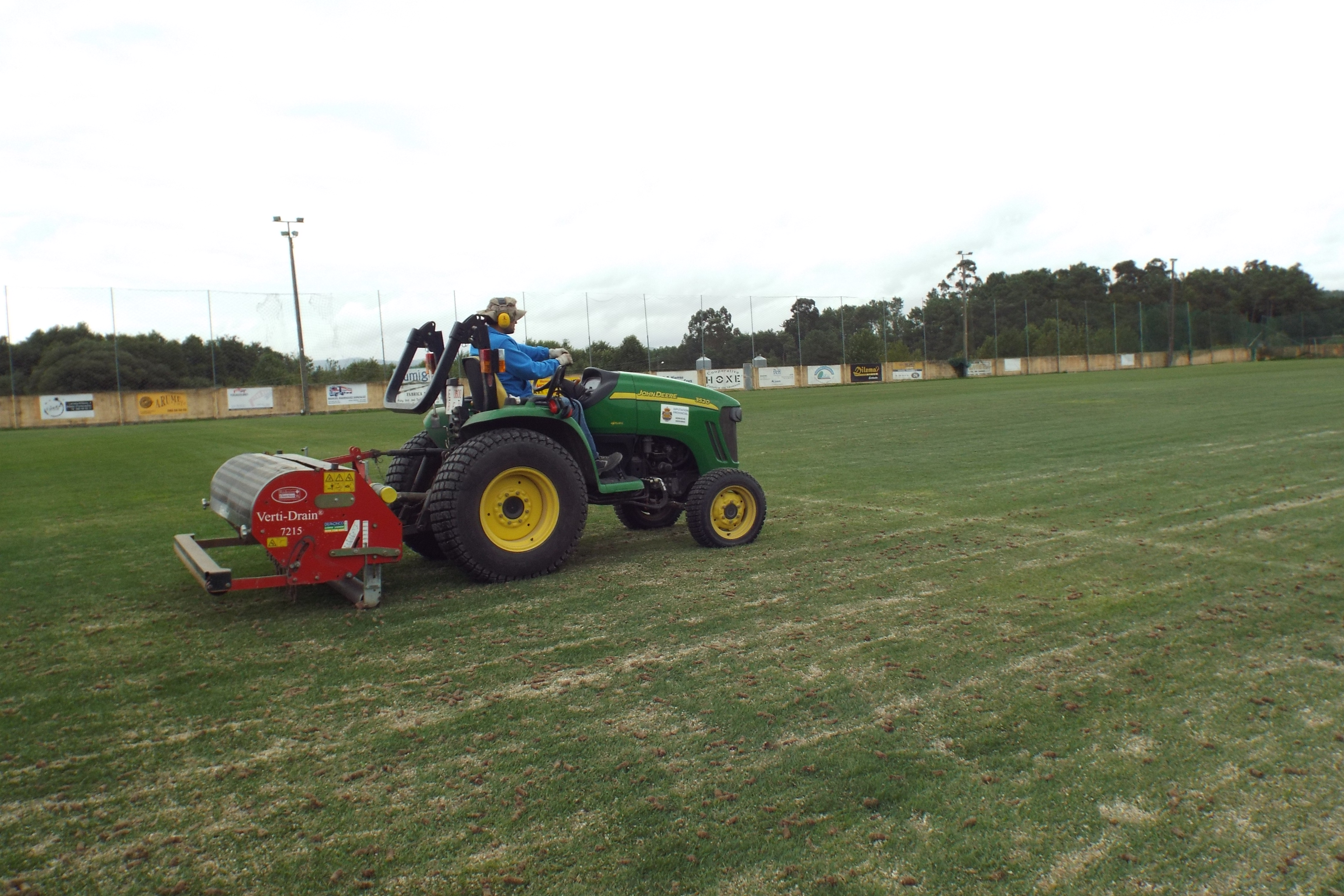 O Concello de Silleda reciba unha axuda de 30.651 euros para a renovación do alumeado no campo de fútbol de Lamela