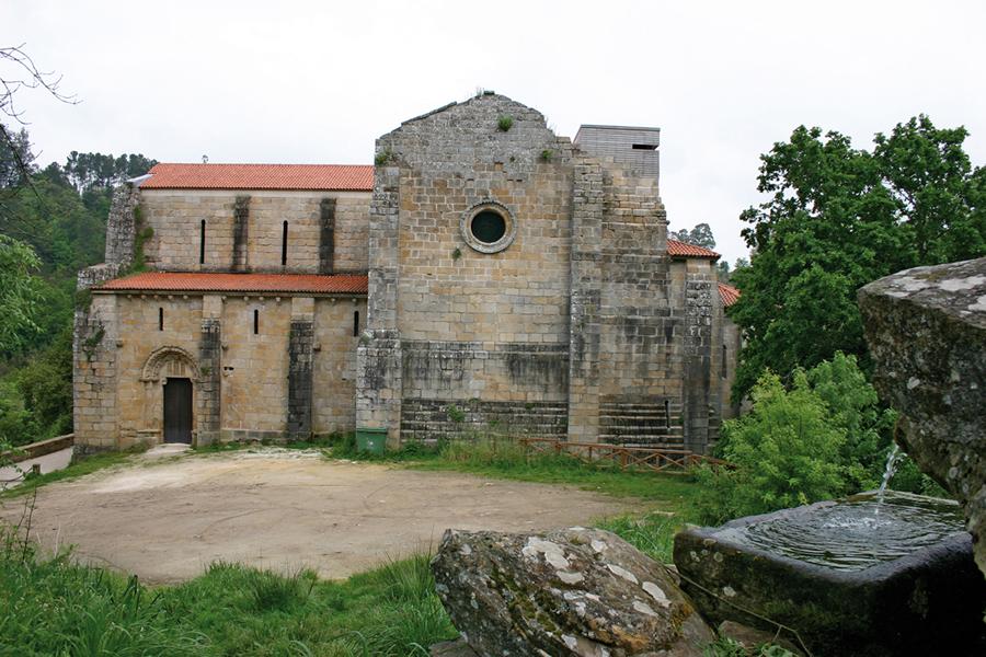 O mosteiro de Carboeiro recibiu máis de 882 visitas  en Semana Santa