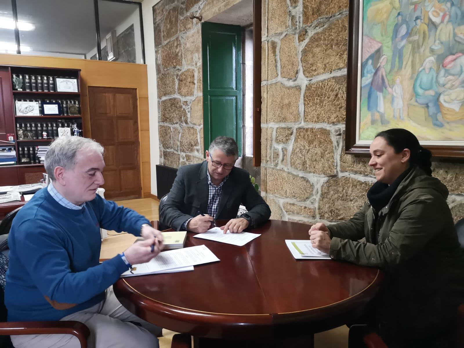 O Concello de Silleda e Afapo asinan o convenio para continuar mellorando o Programa de Atención Integral a Persoas con Alzheimer e as súas familias