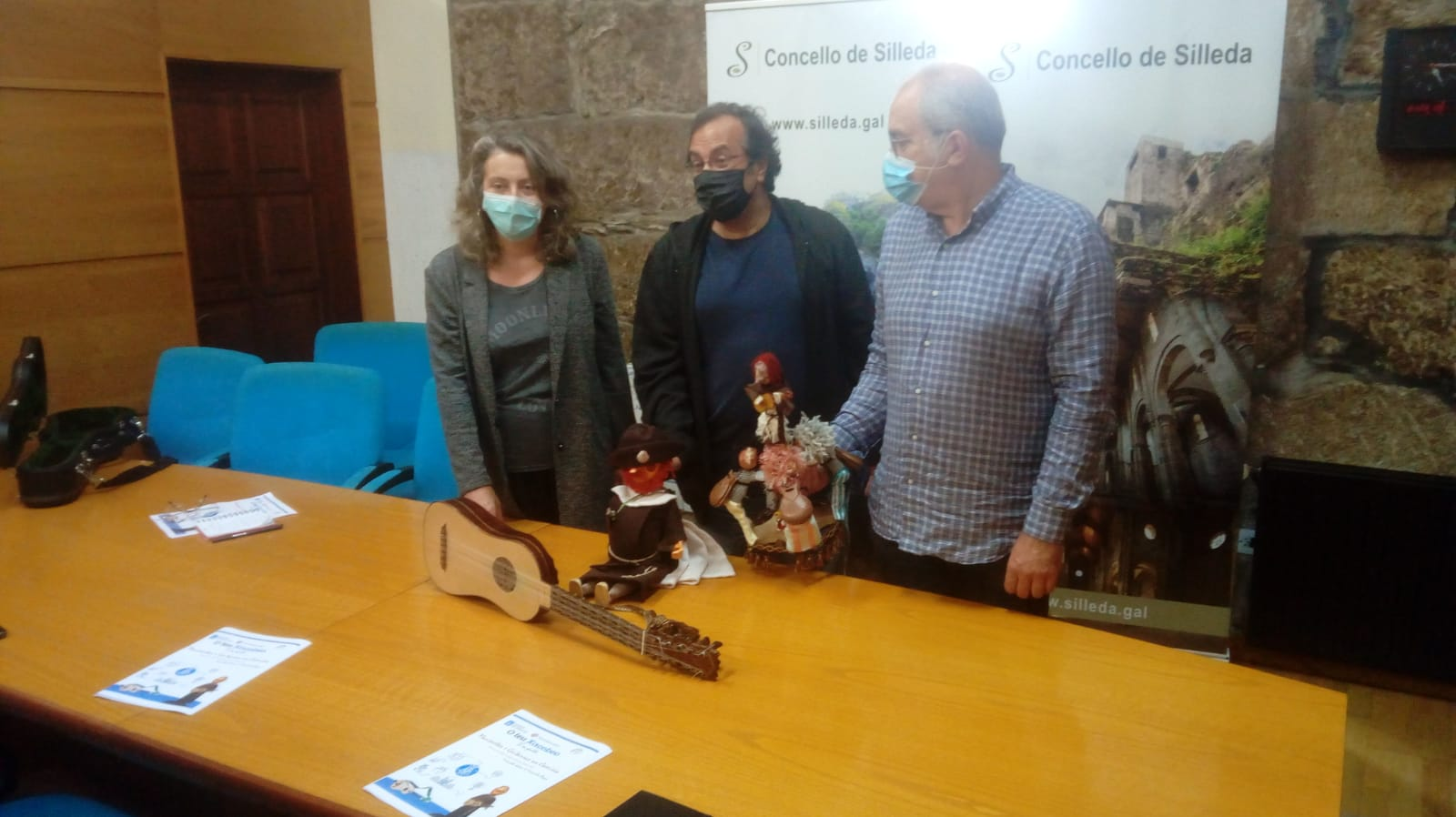 Carboeiro acolle a estrea do espectáculo Marionetas e guitarras no Camiño, con Viravolta Títeres e Fernando Reyes