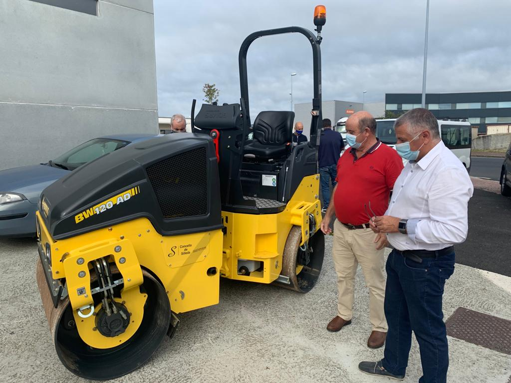 Silleda mellora o departamento municipal de obras cunha nova máquina compactadora